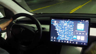 Differences displays 3 Tesla Model and Model S / X