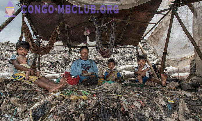 A giant dump in Indonesia - home to several thousand families
